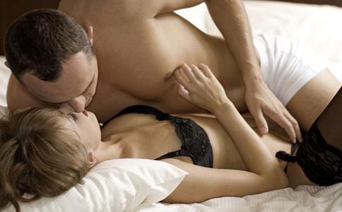 新婚夫妻如何控制性爱频率