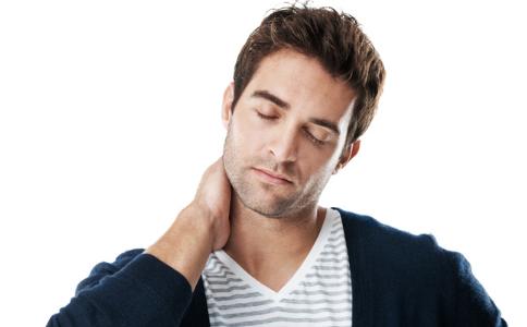 男人喉结不明显