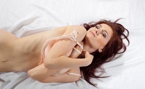 女人胸部发育