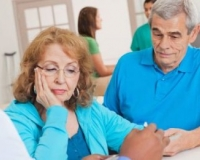 老人尿痛如何治疗 尿痛怎么办